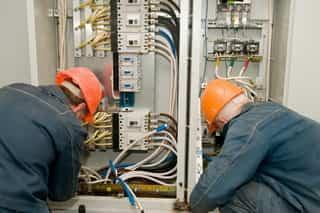 Электромонтажные работы лучше доверить профессионалам