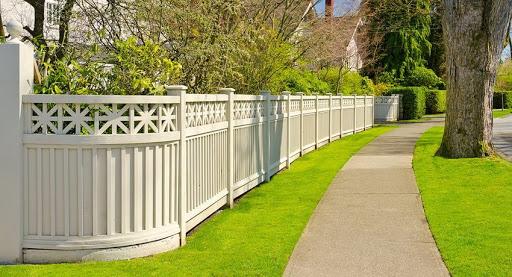 Какой забор выбрать для дачного участка